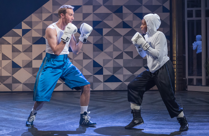 twelfth night national theatre review 2017